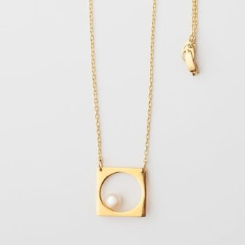 Simplicity necklace detail lijewels 350x350 - Simplicity Pearl Necklace