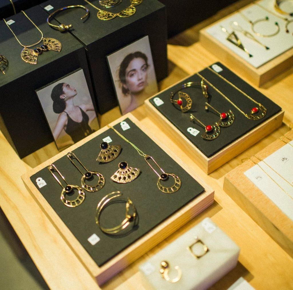 Expositor Li jewels 1024x1014 - Stockists